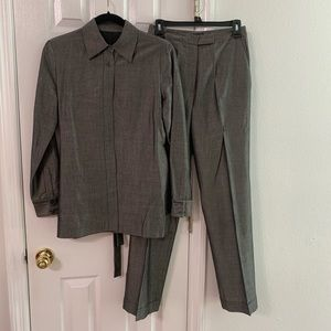 Fancy Tahari Pant suit Gray size 6 beautiful